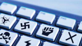 Tastiera del computer con simboli di incitamento all'odio