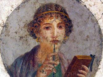 Immagine che ritrae Saffo con un libro in una mano e una penna nell'altra