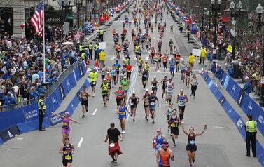 immagine di corridori tratta dalla maratona di Boston